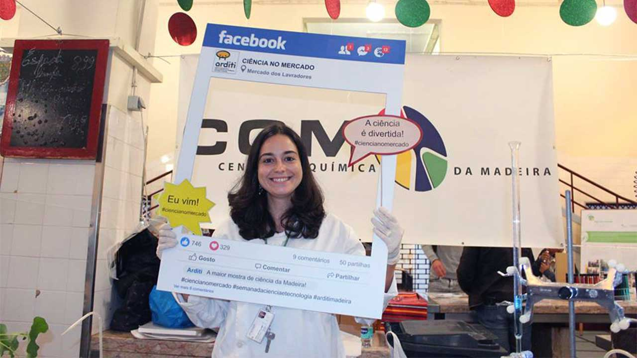 "CQM researcher, Ana Neves at ""Ciência no Mercado"" 2018 (Science at the Market)"