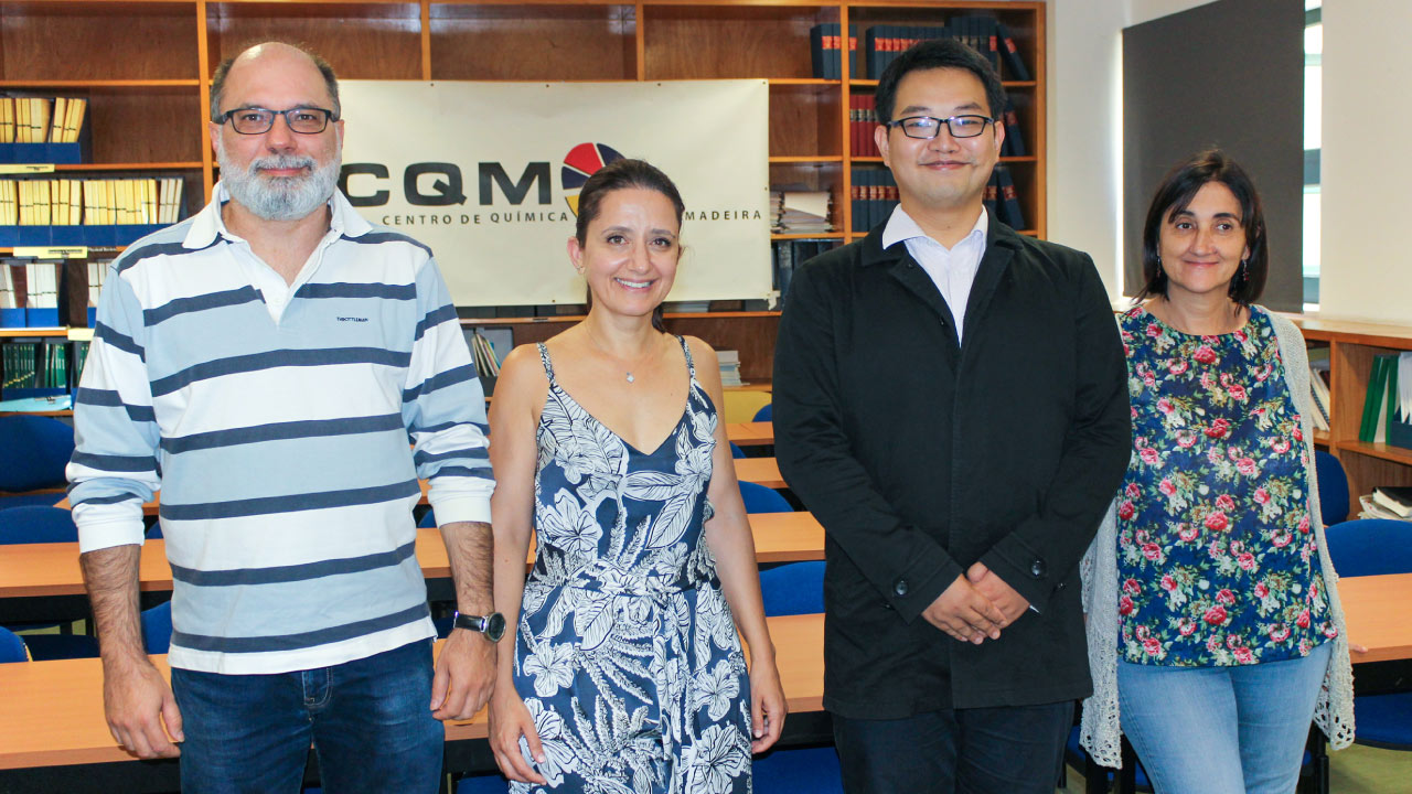 Master Yo Zou and the evaluation panel for his dissertation (from left to right): Professor João Rodrigues, Carla Alves (Ph.D.), Master Yo Zou and Professor Helena Tomás.