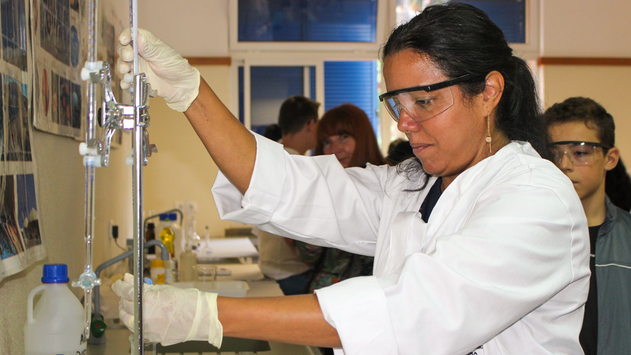 CQM researcher Mariangie Castillo demonstrating one of the experiments.