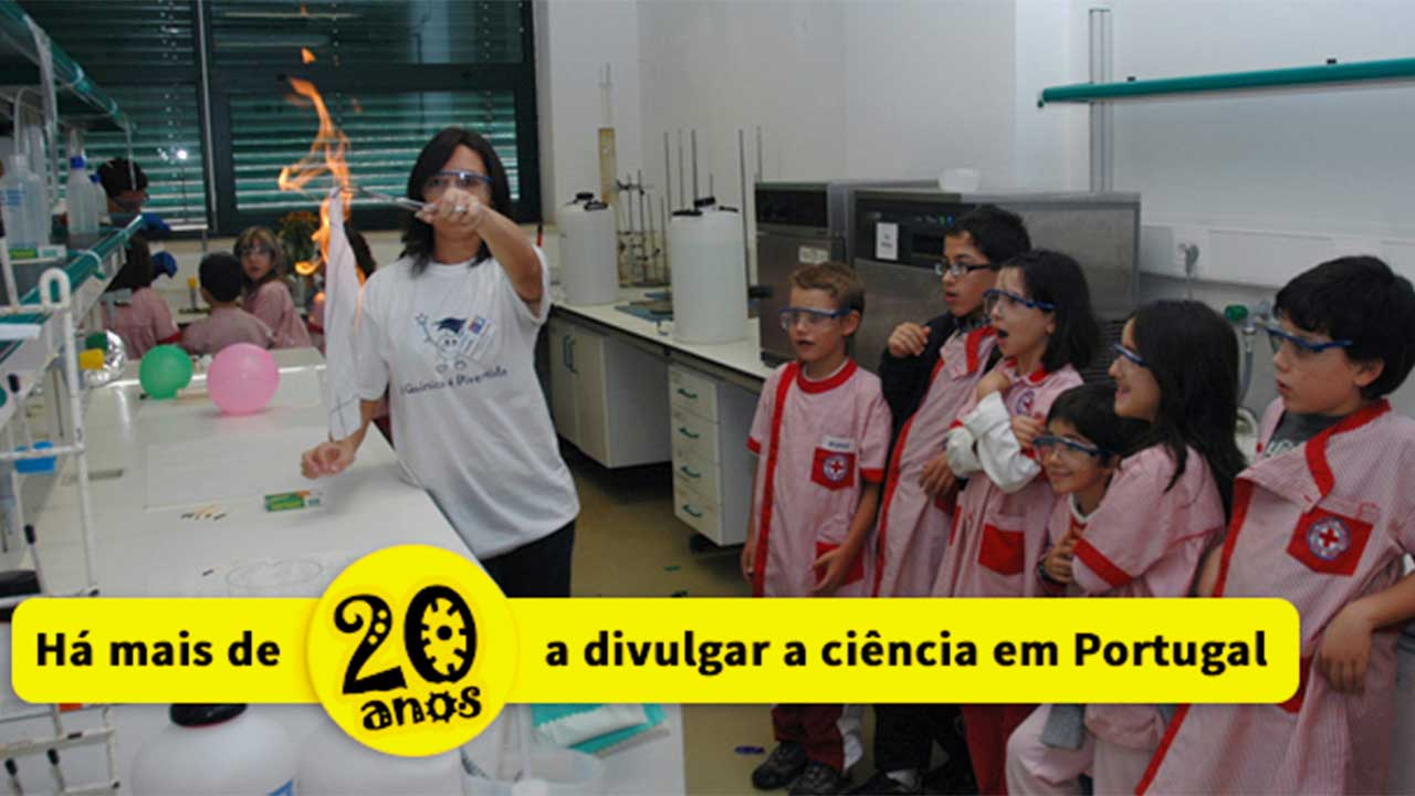 Elementary school students attending Chemistry is Fun at CQM.